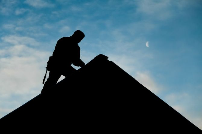 Picture of roofing contractor.